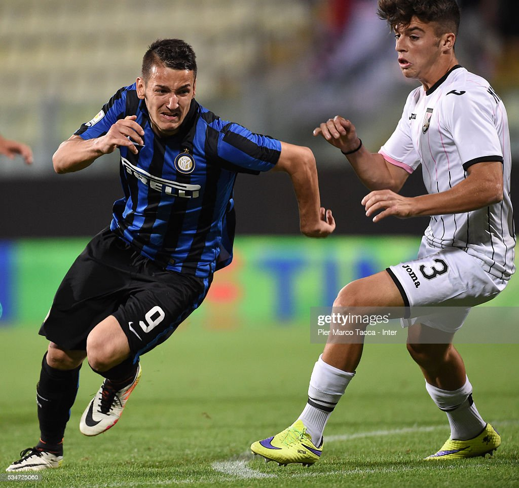 Rei Manaj of FC Internazionale competes for the ball with Rosario Costantino of US Citta di Palermo during the juvenile playoff match between FC Internazionale and US Citta di Palermo on May 27, 2016 in Modena, Italy.