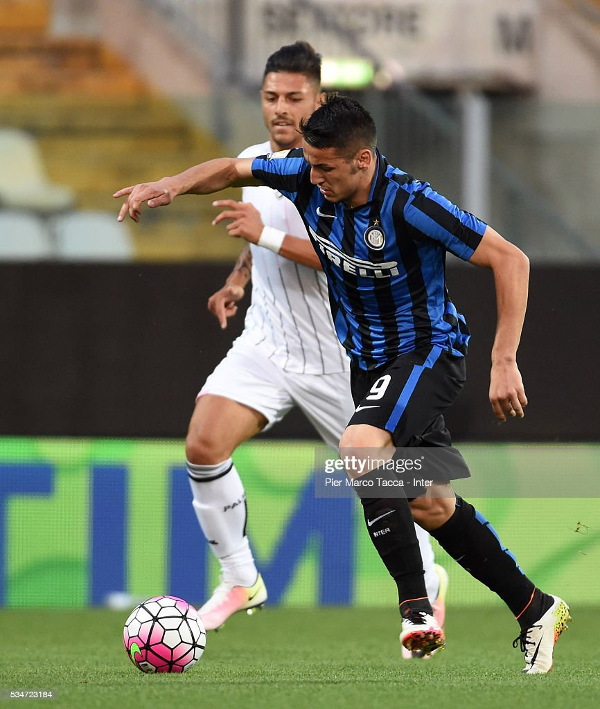 Rei Manaj of FC Internazionale in action the juvenile playoff match between FC Internazionale and US Citta di Palermo on May 27, 2016 in Modena, Italy.