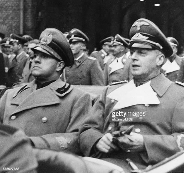 Reichsaussenminister Joachim v Ribbentrop und sein italienischerAmtskollege Galeazzo Graf Ciano im Wagenbei der Abfahrt vom Anhalter Bahnhof