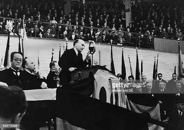 Reichstag election Election campaign Former chancellor of the Reich Heinrich Brüning speaking in the Rheinlandhalle Cologne3010 1932
