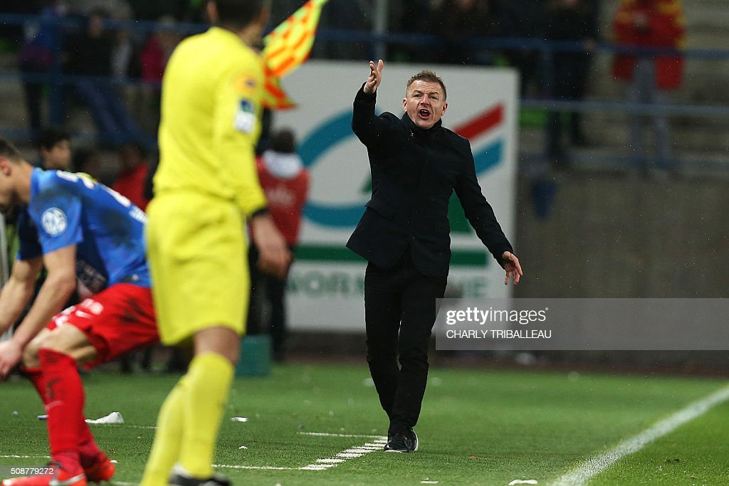 Reims' coach Olivier Guegan reacts during the French L1 football match between Caen (SM Caen) and Reims (SD Reims), on February 6, 2016 at the Michel d'Ornano stadium, in Caen, northwestern France. AFP PHOTO / CHARLY TRIBALLEAU / AFP / CHARLY TRIBALLEAU