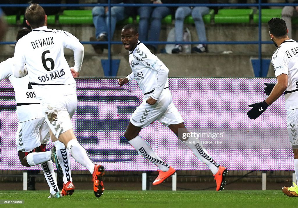 Reims' Congolese midfielder Prince Oniangue celebrates a goal during the French L1 football match between Caen (SM Caen) and Reims (SD Reims), on February 6, 2016 at the Michel d'Ornano stadium, in Caen, northwestern France. AFP PHOTO / CHARLY TRIBALLEAU / AFP / CHARLY TRIBALLEAU