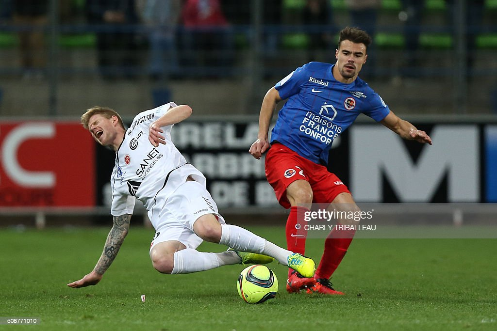 Reims' French forward Gaetan Charbonnier (L) vies with Caen's French defender Damien Da Silva during the French L1 football match between Caen (SM Caen) and Reims (SD Reims), on February 6, 2016 at the Michel d'Ornano stadium, in Caen, northwestern France. AFP PHOTO / CHARLY TRIBALLEAU / AFP / CHARLY TRIBALLEAU