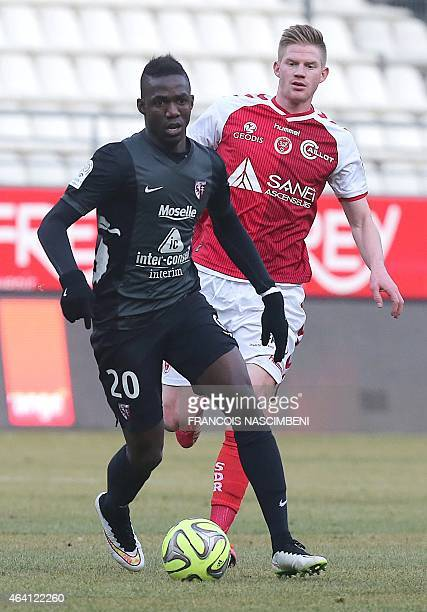 Reims' French forward Gaetan Charbonnier vies with Metz' Malian forward Modibo Maiga during the French Football match between Reims and Metz on...