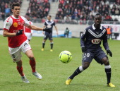 Reims' French midfielder Johan Ramare vies with Bordeaux's French forward Henri Saivet during a French L1 football match Stade de Reims vs FC...