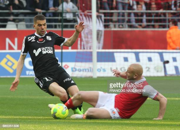 Reims' midfielder Jaba Kankava vies with Amiens' defender Oualid El Hajjam during the Ligue 2 Football match ReimsAmiens on May 19 2017 at the...