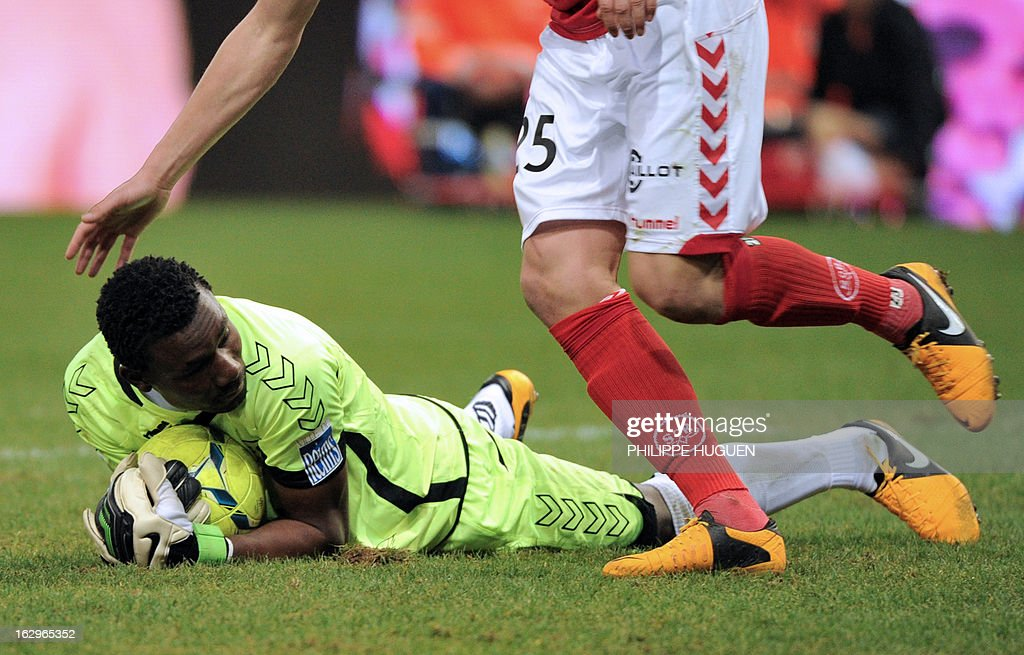 Reims' Togolese goalkeeper Kossi Agassa catches the ball during the French L1 football match Reims vs Paris Saint-Germain on March 2, 2013 at the Auguste Delaune Stadium in Reims.
