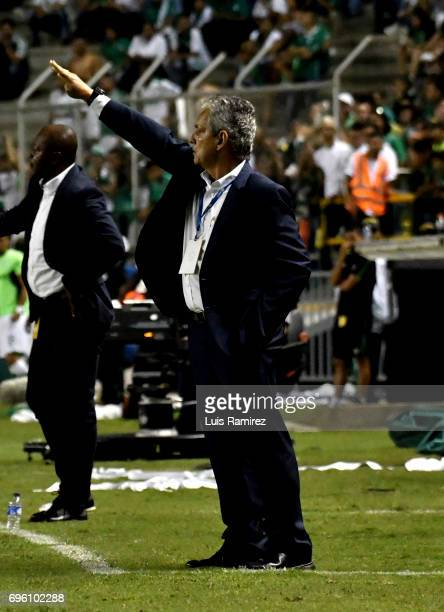 Reinaldo Rueda coach of Atletico Nacional gives instructions to his players during the Final first leg match between Deportivo Cali and Atletico...