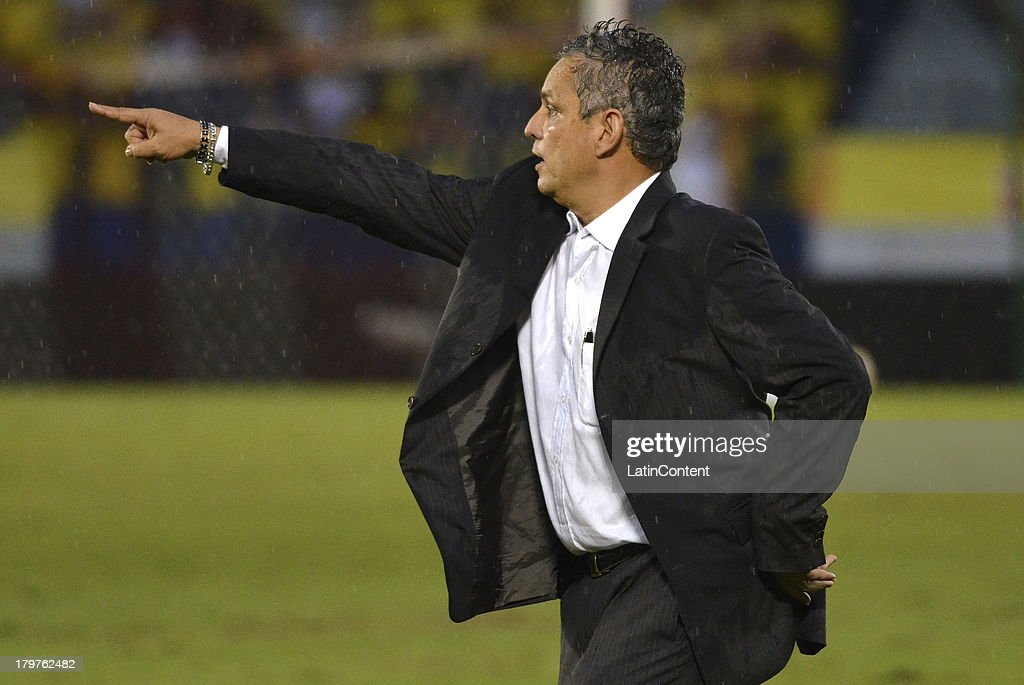 <a gi-track='captionPersonalityLinkClicked' href=/galleries/search?phrase=Reinaldo+Rueda&family=editorial&specificpeople=2210216 ng-click='$event.stopPropagation()'>Reinaldo Rueda</a> coach of Ecuador reacts during a match between Colombia and Ecuador as part of the 15th round of the South American Qualifiers at Metropolitano Roberto Melendez Stadium on September 06, 2013 in Barranquilla, Colombia.