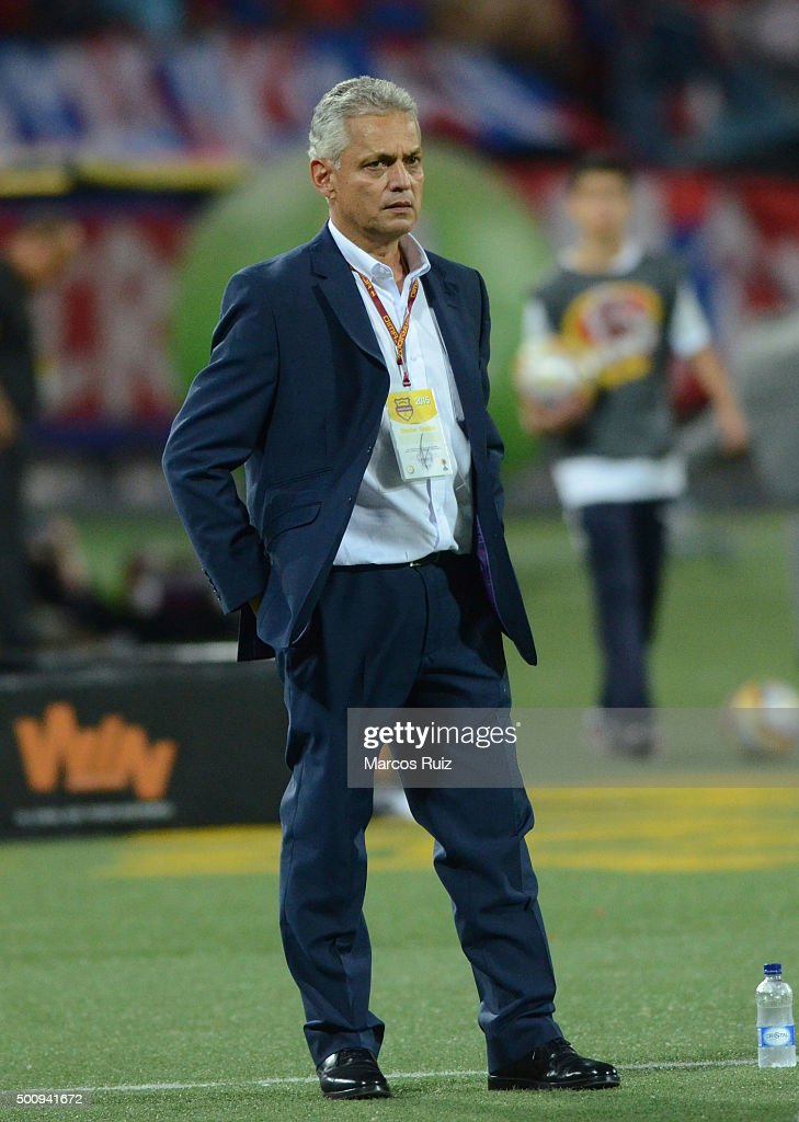 <a gi-track='captionPersonalityLinkClicked' href=/galleries/search?phrase=Reinaldo+Rueda&family=editorial&specificpeople=2210216 ng-click='$event.stopPropagation()'>Reinaldo Rueda</a> coach of Nacional looks on during a first leg match between Independiente Medellin and Atletico Nacional as part of Semi Finals of Liga Aguila II 2015 at Atanasio Girardot Stadium on December 10, 2015 in Medellin, Colombia.