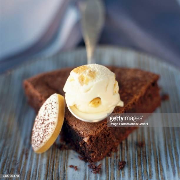 Reine de Saba chocolate and almond cake with calisson ice cream