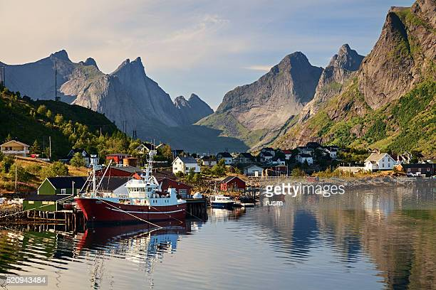 Reine, picturesque Norwegian fishing village in Lofoten Islands