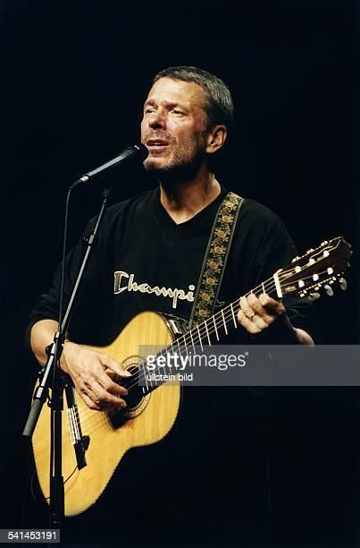 Reinhard Mey *Singer songwriter composer musician balladeeron stage 2000