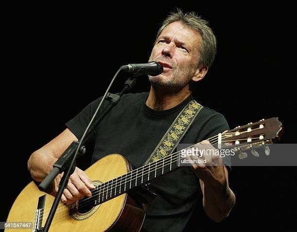 Reinhard Mey *Singer songwriter composer musician balladeeron stage 2002