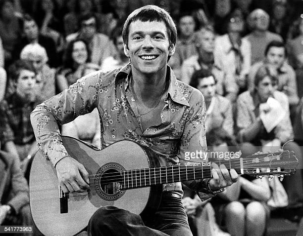 Reinhard Mey *Singer songwriter composer musician balladeeron stage 1977