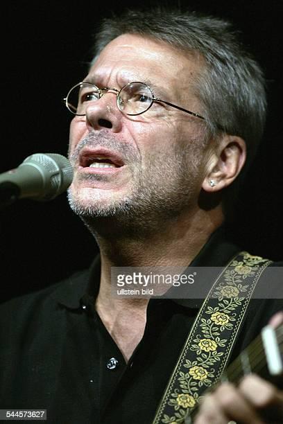 Reinhard Mey *Singer songwriter composer musician balladeeron stage in Cologne 2005