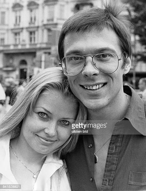Reinhard Mey *Singer songwriter composer musician balladeerwith his wife Hella 1978