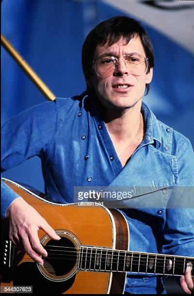Reinhard Mey *Singer songwriter composer musician balladeerPortrait on stage 1984