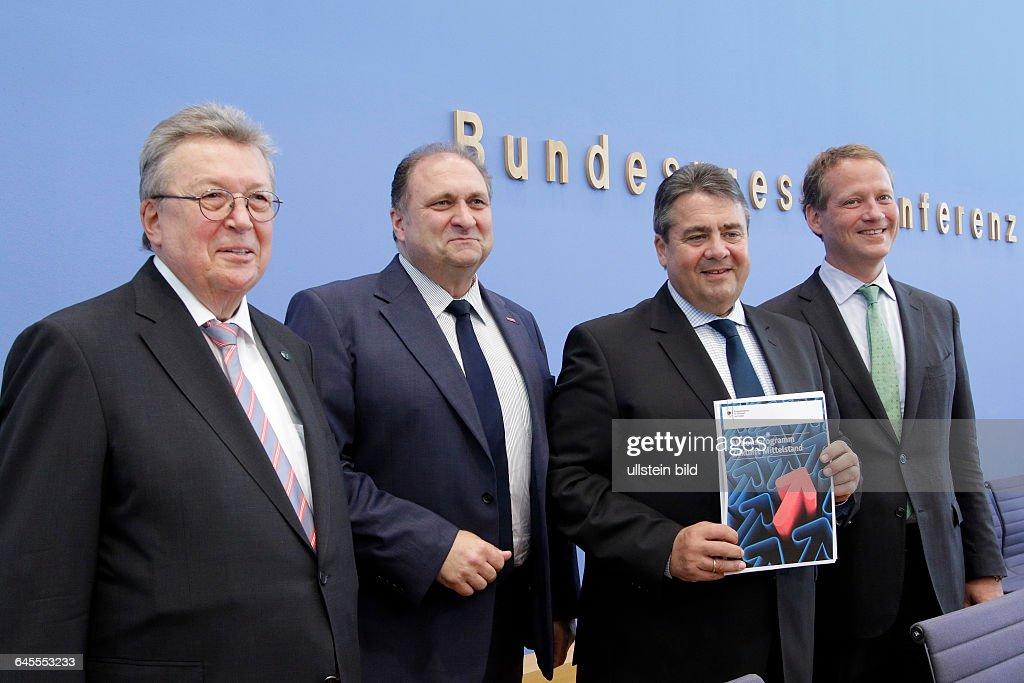 Reinhold Festge Vizepraesident des BDI Hans Peter Wollseifer Praesident des ZDH Sigmar Gabriel Bundesminister fuer Wirtschaft und Energie SPD Eric...