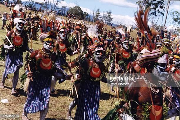 Reise Papua Neuguinea Australien Einheimische traditioneller Tanz Schmuck Kopfschmuck