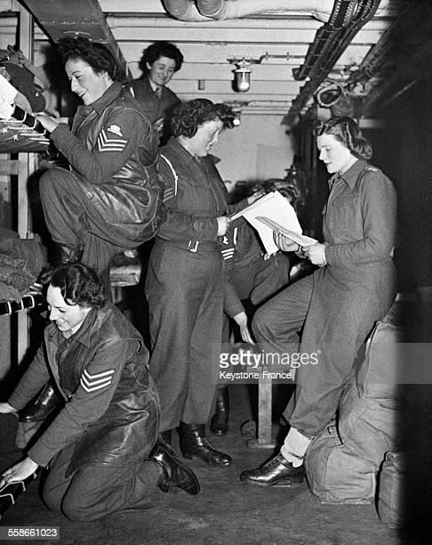 Rejoingnant les troupes britanniques en Belgique les sergents de l'ATS dont Mary Churchill la fille du Premier ministre Winston Churchill se...
