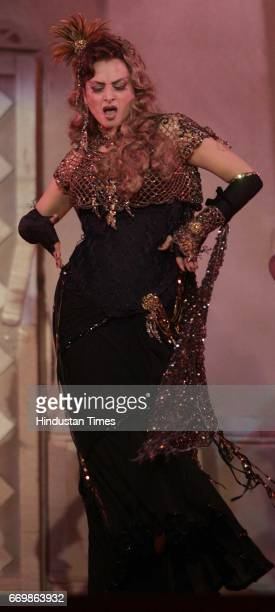 Rekha Performs at the Stardust Awards