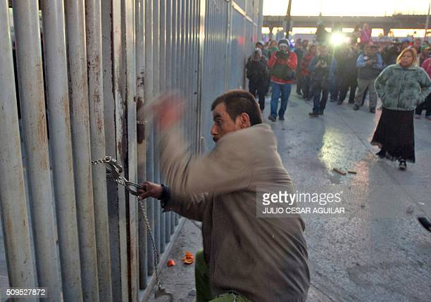 A relative of an inmate tries to break a chain and get into the Topo Chico prison in the northern city of Monterrey in Mexico where according to...