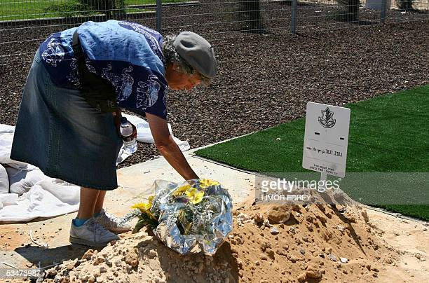 A relative of Israeli drowning victim Nehemia Winter prays over his new grave after his remains were reburried 28 August 2005 at a settlers cemetery...