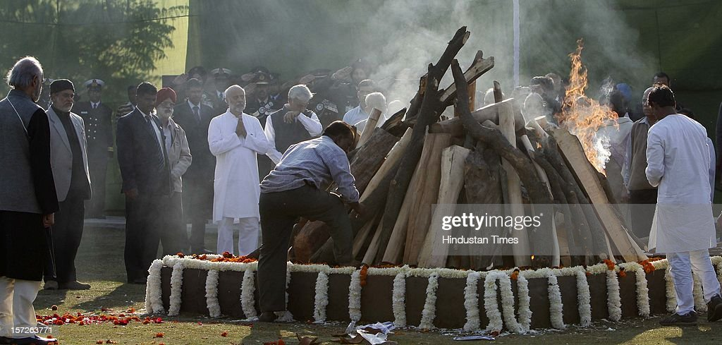 Relatives and family members making of former Prime Minister of India Inder Kumar Gujral during his funeral on December 1, 2012 in New Delhi, India. Inder Kumar Gujral who served as 12th Prime minister of India from April 1997 to March 1998 passed away on November 30, 2012 at the age of 92 years.