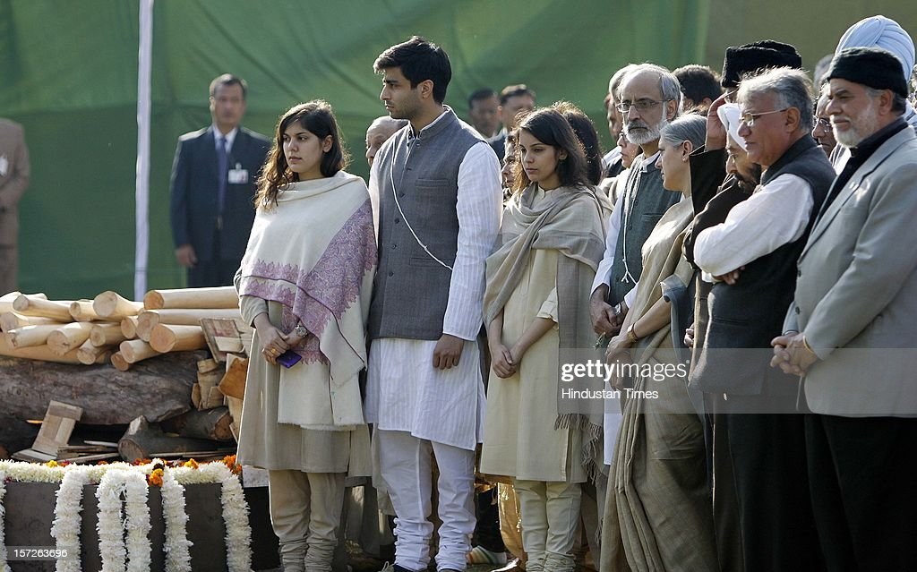 Relatives and family members of former Prime Minister of India Inder Kumar Gujral during his funeral on December 1, 2012 in New Delhi, India. Inder Kumar Gujral who served as 12th Prime minister of India from April 1997 to March 1998 passed away on November 30, 2012 at the age of 92 years.