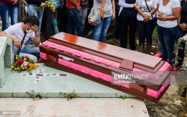Relatives and friends of Deisy Rosero mourn during her funeral at a cemetery in Mocoa Putumayo department southern Colombia on April 3 2017 Residents...