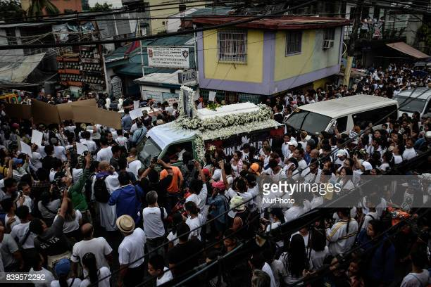 Relatives and friends take part in the funeral procession of Kian Loyd Delos Santos in Caloocan Metro Manila Philippines August 26 2017 Amidst the...
