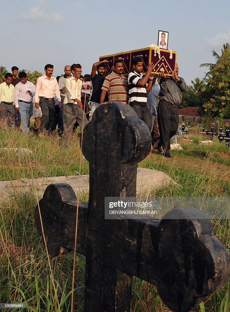 Relatives and mourners carry the coffin of Air India Express crash victim Naveen Walton Fernandes at the Holy Cross Church in Mangalore on May 24, 2010. Investigators on May 22 widened the search for the 'black box' data recorder of an Air India Express that crashed into a gorge killing 158 people, as the airline denied lax safety claims. AFP PHOTO/Dibyangshu SARKAR