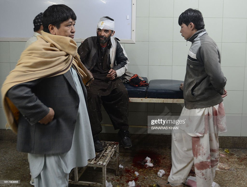 Relatives gather around an injured bomb blast victim at a hospital in Quetta on February 16, 2013. A remote-controlled bomb targeting Shiite Muslims killed 47 people including women and children and wounded more than 200 in Pakistan's insurgency-hit southwest on Saturday, police and officials said. AFP PHOTO/Banaras KHAN
