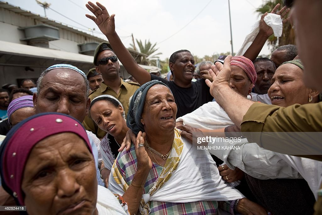 Relatives grieve on July 22 2014 during the funeral of 39yearold Israeli army tracker soldier Bansayan Kesahun in the southern town of Netivot...