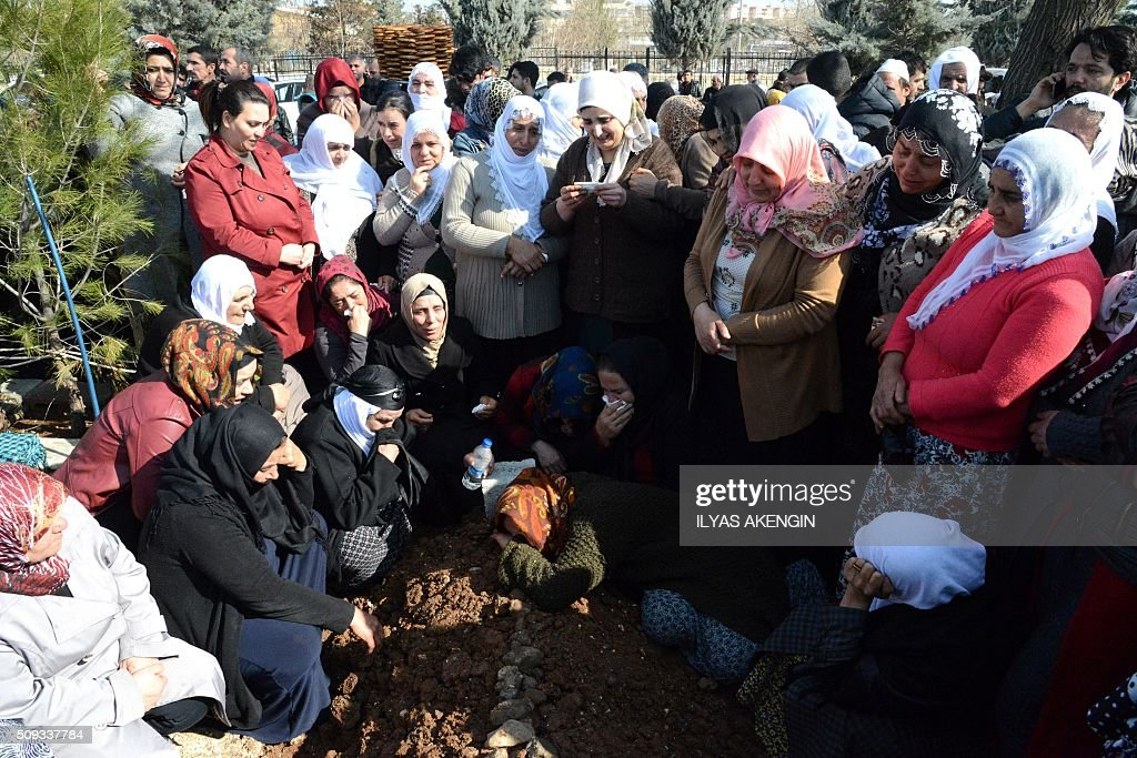 Relatives mourn at the grave of 16-year-old Mahmut Bulak, who was killed during a protest against operations in Cizre on February 9, 2016, during his funeral in Diyarbakir on February 10, 2016. Cizre has been under a controversial curfew for six weeks as the Turkish army pursues a relentless campaign against rebels of the PKK which activists claim has cost dozens of civilian lives. / AFP / ILYAS AKENGIN