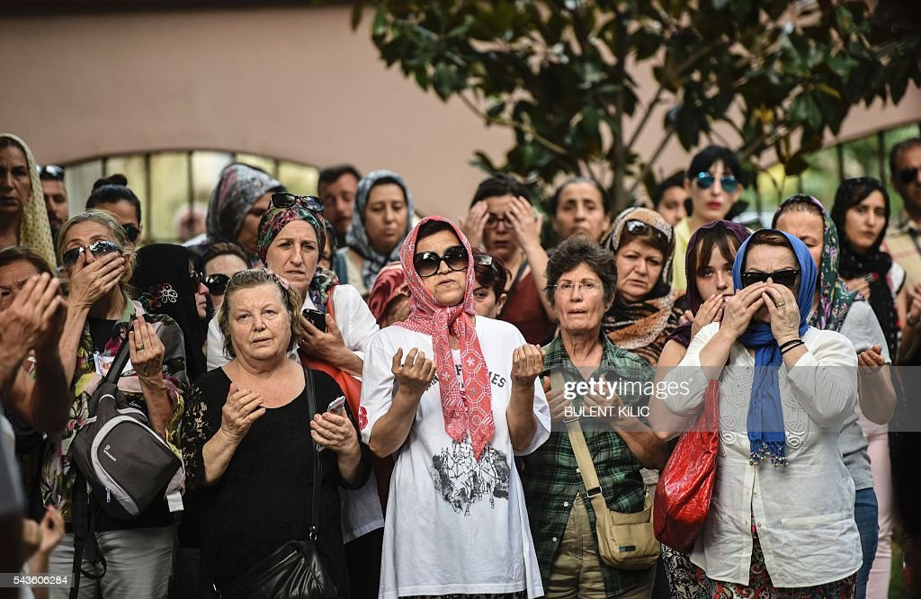 Relatives of an air hostess Gulsen Bahadir, killed during the Ataturk airport bombing, attend a funeral in Istanbul, on June 29, 2016, a day after a suicide bombing and gun attack targeted Istanbul's airport, killing at least 36 people. A triple suicide bombing and gun attack that occurred on June 28, 2016 at Istanbul's Ataturk airport has killed at least 36 people, including foreigners, with Turkey's prime minister saying early signs pointed to an assault by the Islamic State group. / AFP / BULENT