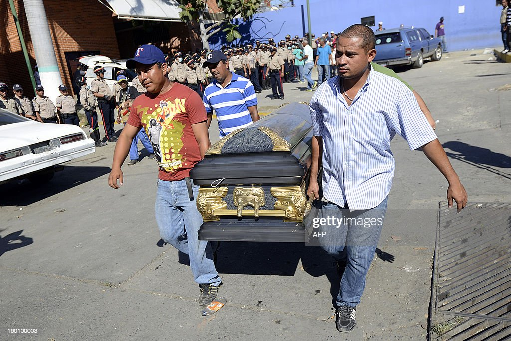 Relatives of inmates carry the coffin of a victim of a riot that broke out at the Uribana prison in Lara state, Venezuela, in January 26, 2013. At least 55 people were killed and 90 others wounded in clashes between prison gangs and security guards at a facility in northwest Venezuela, a hospital director said Saturday. AFP PHOTO/Leo RAMIREZ