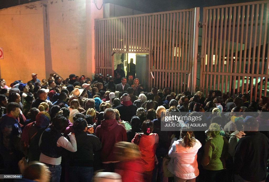 Relatives of inmates gather outside the Topo Chico prison in the northern city of Monterrey in Mexico where according to local media at least 30 people died in a prison riot on February 11, 2016. Riot police and ambulances were deployed at the Topo Chico prison as smoke billowed from the facility. Broadcaster Televisa reported that 30 died while Milenio television spoke of 50 victims, with inmates and prison guards among them. AFP PHOTO / JULIO CESAR AGUILAR / AFP / Julio Cesar Aguilar