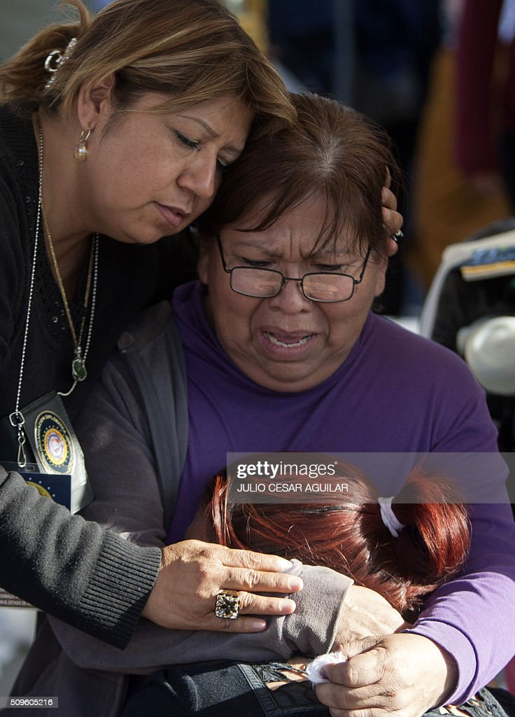 Relatives of inmates who died during a riot at the Topo Chico prison, cry and comfort each to other after reading the list of names of the victims, in Monterrey, Mexico on February 11, 2016. At least 49 inmates were killed in a Mexican prison brawl Thursday as rival groups fought with bats, sticks and blades and ignited a fire in the overcrowded penitentiary, authorities said. AFP PHOTO / JULIO CESAR AGUILAR / AFP / Julio Cesar Aguilar