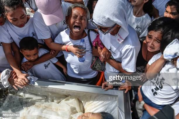 Relatives of Leover Miranda who was killed by police in an antiillegal drugs operation weep during his Manila Philippines August 20 2017 On...