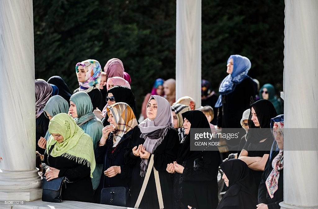 Relatives of suicide attack victim Mohammad Eymen Demirci mourn on June 29, 2016 in Istanbul during his funeral a day after a suicide bombing and gun attack targeted Istanbul's Ataturk airport, killing 41 people. Turkey pointed the finger of blame at Islamic State jihadists on June 29 after suicide bombers armed with automatic rifles attacked Istanbul's main international airport, killing 41 people, including foreigners. / AFP / OZAN