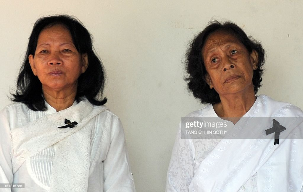 Relatives of the late former Khmer Rouge foreign minister Ieng Sary mourn during a ceremony at Ieng Sary's house in Malai, near the Cambodian-Thai border in Banteay Meanchey province, some 400 kilometers northwest of Phnom Penh on March 21, 2013. Hundreds of relatives and former Khmer Rouge fighters were expected to gather on March 21, for the cremation of regime co-founder Ieng Sary, who died last week while on trial for genocide. AFP PHOTO / TANG CHHIN SOTHY