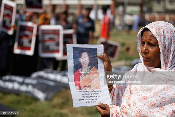 CONTENT] Relatives of the Savar Rana plaza tragedy victims visited grave yard of Rana Plaza victims to remembrance 1st anniversery of Rana Plaza...