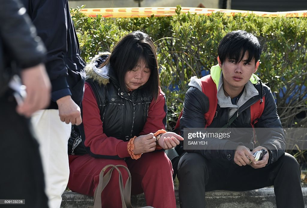 Relatives of victims trapped inside the Wei-Kuan complex during the 6.4 earthquake are cared for by volunteers in Tainan, southern Taiwan, on February 9, 2016. Rescuers deployed heavy machinery in a renewed effort to locate more than 100 people trapped in the rubble of a Taiwan apartment complex felled by an earthquake as the 72-hour 'golden window' for finding survivors passed. AFP PHOTO / Sam Yeh / AFP / SAM YEH