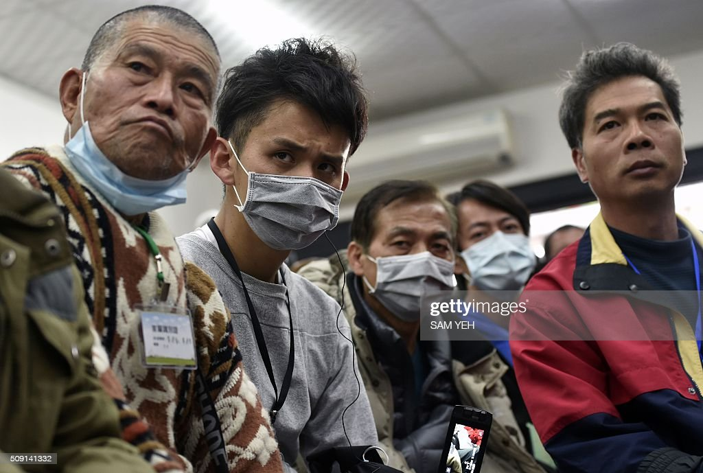 Relatives of victims trapped inside the Wei-Kuan complex which collapsed during the 6.4 magnitude earthquake listen during a city government meeting in Tainan, southern Taiwan, on February 9, 2016. Rescuers deployed heavy machinery on February 9 in a renewed effort to locate more than 100 people trapped in the rubble of a Taiwan apartment complex felled by an earthquake as the 72-hour 'golden window' for finding survivors passed. AFP PHOTO / Sam Yeh / AFP / SAM YEH