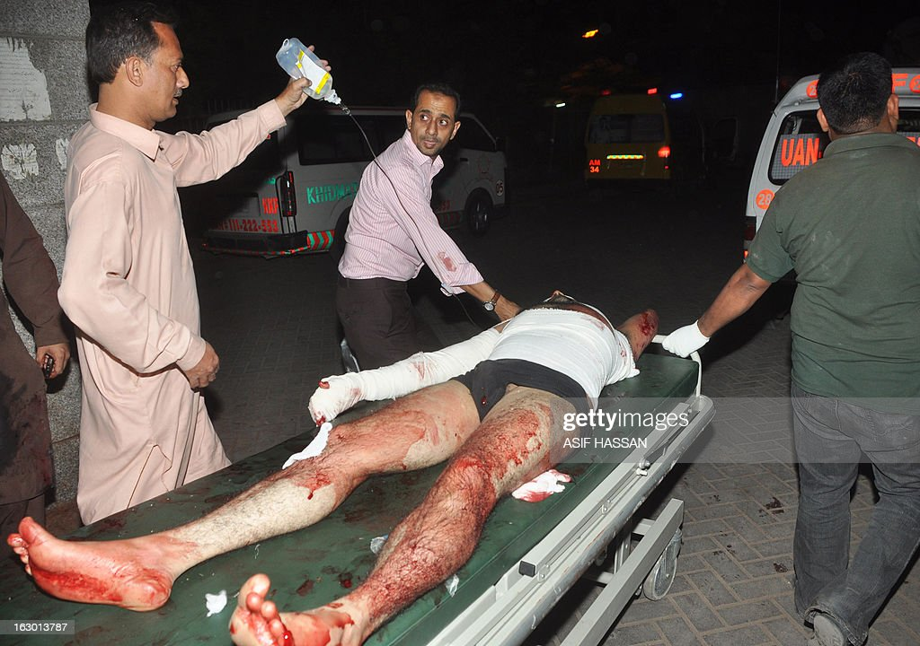 Relatives transport an injured bomb blast victim in a hospital in Karachi on March 3, 2013. A bomb attack in Pakistan's largest city Karachi on Merch 3 killed at least 45 people, including women and children, and wounded 150 others, police said. AFP PHOTO/Asif HASSAN