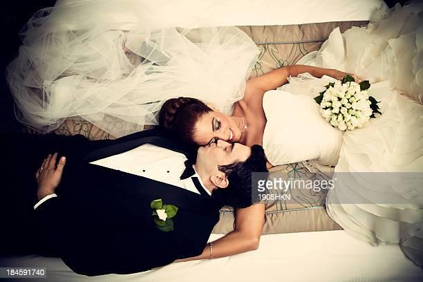 newlyweds relaxado