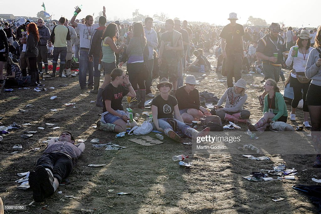 Relaxing with friends between bands as the sun casts long shaddows at Glastonbury, 29th June 2008.