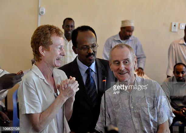 Released British hostages Rachel and Paul Chandler pose with newlyappointed Somali Prime Minister Mohamed Abdullahi Mohamed on November 14 2010 in...